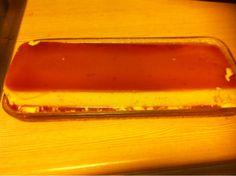Jeg lager karamellpudding! Kjempeenkelt!Smelt sukkererstatning (100 gram) til det er gyllent og f...