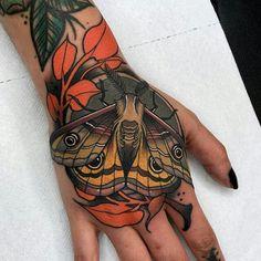 Hand tattoos for women done by tattoo artist Javier Franko Monarch Butterfly Tattoo, Simple Butterfly Tattoo, Butterfly Tattoo Designs, Irezumi Tattoos, Tribal Tattoos, Triangle Tattoos, Polynesian Tattoos, Arrow Tattoos, Geometric Tattoos