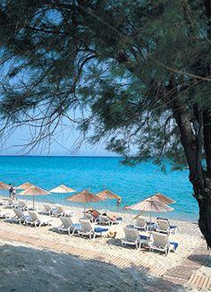 Grecotel Margo Bay & Club Turquoise Luxury resort in Halkidiki, is located on the beautiful Hanioti village of Kassandra peninsula. Premium Hotel, Photos Tumblr, Luxury Hotels, Beautiful World, Greece, Places To Visit, Patio, Beach, Outdoor Decor