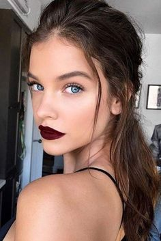 Perfect Looks with Maroon Matte Lipstick picture 1