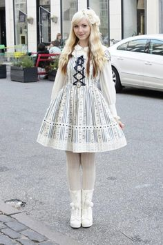 @PinFantasy - Cute classic lolita, ~~ For more: - ✯ http://www.pinterest.com/PinFantasy/lifestyles-~-lolita-style-fashion-and-fantasy/