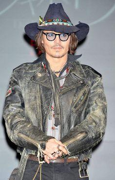 ~Johnny Depp~ added a new photo. Hot Actors, Actors & Actresses, The Hollywood Vampires, Bohemian Men, Good Looking Actors, Here's Johnny, Johnny Depp Movies, Johny Depp, Boy Music