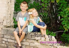 siblings pose brother and sister family poses www.photosbyt.net