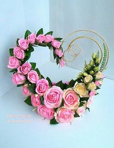 These are created into a heart , with 2 different color roses and also they have curved lines . Valentine Flower Arrangements, Creative Flower Arrangements, Large Flower Arrangements, Funeral Flower Arrangements, Valentines Flowers, Funeral Flowers, Valentine Nails, Valentine Ideas, Deco Floral