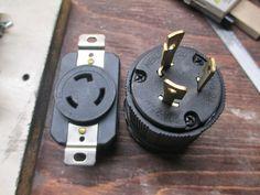 Knife maker shows you step-by-step. Tutorials on building a belt grinder, electric heat treating oven, DIY Micarta and much more. Knife Grinding Jig, Knife Grinder, Bench Grinder, 2x72 Belt Grinder Plans, Diy Belt Sander, Knife Making Tools, Welding Shop, Diy Belts, Metal Fab