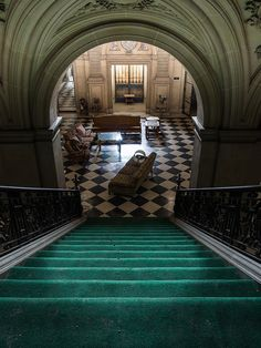 Photography: Landscape & Architecture – Abandoned Mansion in Connecticut Beautiful Buildings, Beautiful Homes, Beautiful Places, Old Mansions, Abandoned Mansions, Old Buildings, Abandoned Buildings, Abandoned Castles, Abandoned Places