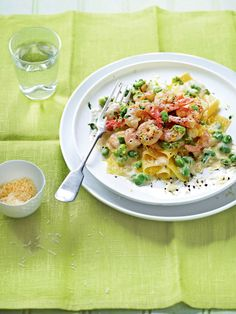 prawn & broad bean open lasagna (substitute shrimp & peas):This recipe is far fresher and lighter than traditional lasagne and ready in just 20 minutes. Prawn Recipes, Seafood Recipes, Pasta Recipes, Cooking Recipes, Healthy Recipes, Savoury Recipes, Healthy Dinners, Shrimp Dishes, Pasta Dishes