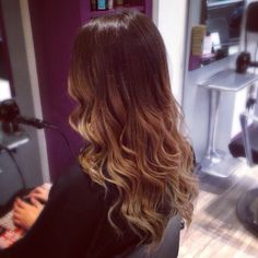Ballyage long wavy hair, loose curls, brown with golden blonde highlights