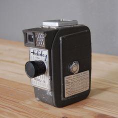 Vintage 8mm Camera / Holiday Camera Model IE. via Etsy.