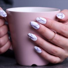 Try out ways to get these cool marble nails! How to apply nail polish? Nail polish in your friend's nails looks perfect, however, Nail Art Designs Videos, Nail Art Videos, Short Nail Designs, Acrylic Nail Designs, Easy Nail Designs, Line Nail Designs, Nail Polish Designs, Spring Nails, Winter Nails