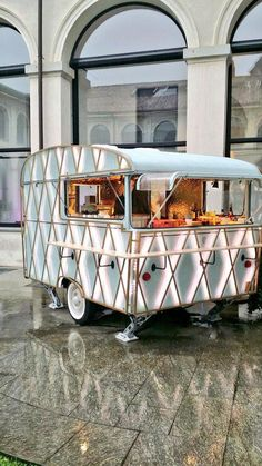 A gallery of food stall design ideas for a street food and food track food business. Designs range from street food stalls/food kiosks/food trucks/mobile coffee carts and more. Food Trucks, Foodtrucks Ideas, Coffee Food Truck, Catering Van, Food Truck Catering, Mobile Coffee Shop, Poffertjes, Coffee Trailer, Mobile Cafe