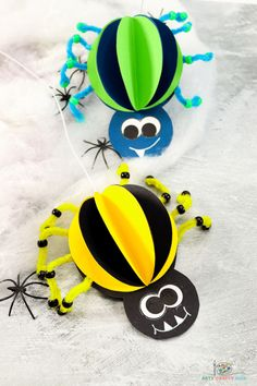 This 3D Paper Spider Craft is fun, easy to make and perfect for a Halloween! Children and preschoolers will love assembling the pieces to form this friendly, not spooky eight-legged spider. A great craft for playing with or putting on display. Halloween Crafts For Kids To Make, Halloween Art Projects, Easy Art Projects, Easy Crafts For Kids, Toddler Crafts, Halloween Kids, Art For Kids, Ghost Crafts, Spider Crafts