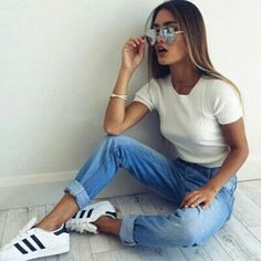 Wheretoget - Sunglasses, white tee-shirt, blue denim boyfriend jeans, white Adidas Superstar sneakers with navy stripes and white bracelet