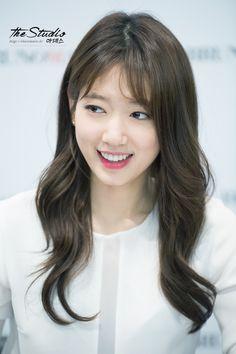 Park shin hye at DuckDuckGo Korean Bangs Hairstyle, Hairstyles With Bangs, Korean Hair, Park Shin Hye, Rosacea, Korean Actresses, Korean Actors, Gorgeous Women, Beautiful