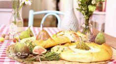 Dieser Käsekuchen ist besonders! Nicht nur weil er ohne Form gebacken wird, sondern weil er pikant-aromatisch ist.