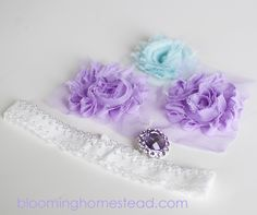 DIY Baby Headband - Blooming Homestead baby headband tutorial- sizes given are too small unless using really stretchy elastic. Average newborn head circumference is in. Diy Baby Headbands, Diy Headband, Elastic Headbands, Baby Bows, Flower Headband Tutorial, Headband Pattern, Baby Girl Items, Diy Hair Accessories, Wedding Accessories