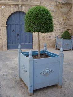 Tons of great, trendy planter ideas! How creative!