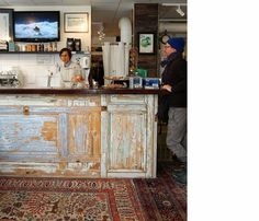 old doors ~ great idea for a bar or shop counter (inspiration only) Repurposed Furniture, Diy Furniture, Bar Vintage, Vintage Doors, Bar Original, Deco Cafe, Outdoor Kitchen Countertops, Shop Counter, Outdoor Kitchen Design