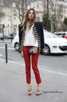 erica-pelosini©SophieMhabille-women-street-fashion-paris-balmain jacket, white shirt, leather slim pants, heels