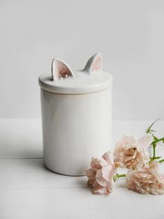 Container with cat ears, white kitchen container, ceramic cat food container, containter for office Kitchen Containers, Kitchen Jars, Food Containers, Ceramic Boxes, Ceramic Spoons, Ceramic Cafe, Ceramic Pottery, Decoration Of Living Room, Shabby Vintage
