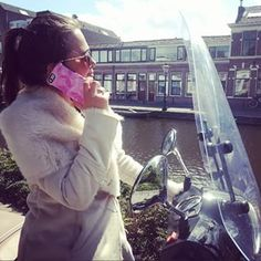 Spotted! Our Poppy Petal Symmetry Series case out and about in #Leiden #MyStyle #OtterBox