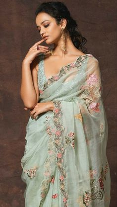 Indian Fashion Dresses, Indian Bridal Fashion, Indian Designer Outfits, Trendy Sarees, Stylish Sarees, Indian Silk Sarees, Indian Beauty Saree, Chiffon Saree Party Wear, Sarees For Girls