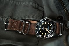 steinhart ocean vintage military on a brown vintage-style leather nato-zulu strap. the best choice for this steinhart