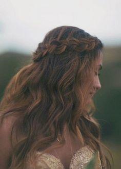 peinado tipo coronilla con ondas