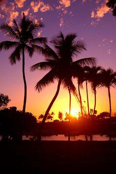 Hawaiin Sunset by humahumanucanucaapuah, via Flickr