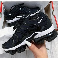 ♕ insta und interessiert an Amy - Shoes - - Damenschuhe - Schuhe Damen Souliers Nike, Basket Mode, Cute Sneakers, Black Shoes Sneakers, Hype Shoes, Fresh Shoes, Sports Shoes, Sneakers Fashion, Sporty Fashion