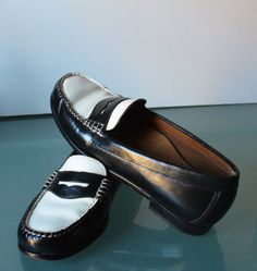 144d4df4ae9 Vintage Black   White Bass Weejun Penny Loafers Size 6