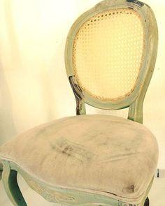 Resultado final referente as postagens anteriores.  #cadeira #cadeiradepalhinha #palhinha #silla #rejilla #shabbychic #canespotting #chair #chaircaning #decorhome #decor #inspiration #interiors #interiordecor #decoração #decorations #vintage #bomdia #bomdiaaa #bomdiaa #bonjour #buendia #buongiorno #goodmorning #follow4follow #craft #craftsman
