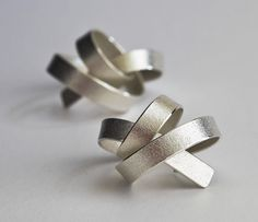 ute decker - sculptural earrings & architectural earrings in Fairtrade gold & reycled silver