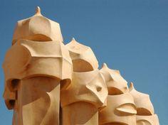 Arquiteto Antoni Gaudí se estivesse vivo completaria 161 anos nesse ano.