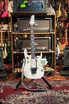 "Clases de Guitarra:   Pablo Bartolomeo: ""Steve Vai's studio"""