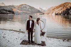 Winterhochzeit im Schnee Winterhochzeitskleid Brautkleid aus Spitze Light & Lace Bridal Couture Pic by Carola Michaela Photography