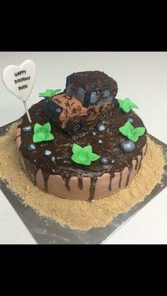 Jeep fondant cake. Cupcakes Design, Fondant, Jeep, Desserts, Food, Autos, Tailgate Desserts, Fondant Icing, Dessert