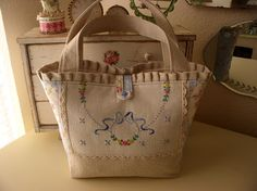 Sweet Cottage Dreams: Vintage Textiles - embroidered runner into a Tote