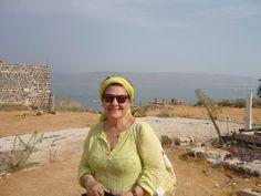 Léa Shabat est d'origine juive marocaine et vit depuis 40 ans au Canada.  Elle expose ses peintures naïves, émouvantes, exotiques, qui expriment toutes son grand amour pour la nature et son intérêt pour l'environnement. Les endroits qu'elle a visités et les personnes qu'elle a rencontrées sont pour elle une source d'inspiration inépuisable.  Ses oeuvres se trouvent dans plusieurs collections privées autour du monde.  www.shabart.com