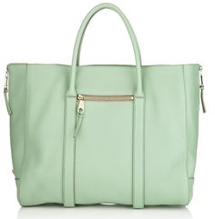 In love with this Chloe Madeleine Tote. I can't find a single flaw. Mintilicious Marvelous!