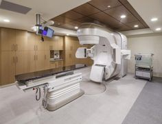 The building is equipped with advanced technology, including PET CT, CT, MRI, and linear accelerators, all located on the same floor. Photo: © Kyle Jeffers