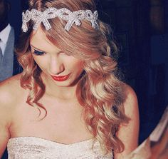 Love t. swift!  & i want this head band!