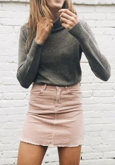 Best 30 Chic Looks for the Turtleneck Fall Outfits in  Here is the combination of the great classic color of basic black and striking casual attire. Let's take a look at the turtleneck in classi. Oufits Casual, Casual Outfits, Cute Outfits, Casual Attire, Pull Marron, Denim Fashion, Fashion Outfits, Fashion 2018, Women's Fashion