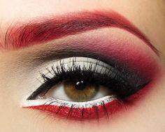 Rote-Augen-Make-up. - Makeup Looks Dramatic Eye Makeup Red Dress, Anime Eye Makeup, White Makeup, Makeup Art, Red And Black Eye Makeup, Punk Makeup, Hair Makeup, Contouring Makeup, Eyebrow Makeup