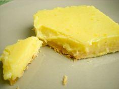 Ο Jamie Oliver υποδέχεται την πρώτη εβδομάδα του Φεβρουαρίου προσφέροντας μας ένα γλυκό με κρέμα λεμονιού που θα σας εντυπωσιάσει. Yλικά για την ζύμη  280 γρ. αλεύρι  80 γρ. ζάχαρη άχνη  225 γρ. βούτυρο λιωμένο για την κρέμα λεμονιού  4 αυγά  350 γρ, ζάχαρη  χυμός από 2 μεγάλα λεμόνια.  1 κουταλάκι του γλυκού τριμμένη φλούδα από βιολογικό λεμόνι.  [...]