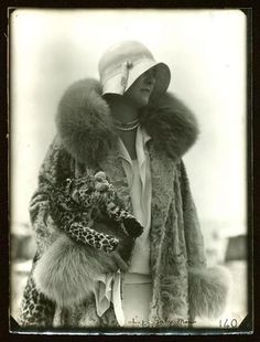 Gaby Mono hat, 'panther' purse, Deauville 9-10 August 1929, - Séeberger Frères - Arago