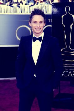 Eddie Redmayne at the Oscar red carpet