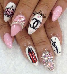 love these nails Funky Nail Art, Funky Nails, Glam Nails, Beauty Nails, Chanel Nails Design, Chanel Nail Art, Ombre Nail Designs, Nail Art Designs, Toe Nail Art