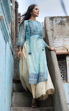 Pakistani Fashion Party Wear, Pakistani Fashion Casual, Pakistani Dresses Casual, Indian Fashion Dresses, Pakistani Dress Design, Indian Outfits, Casual Dresses, Stylish Kurtis Design, Indian Designer Suits