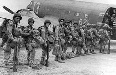 Boarding the aircraft - A section of 1 battalion , PIR stick are being boarded in to their aircraft (either the or Getting ready to depart for Holland (Operation Market Garden) Airborne Army, 82nd Airborne Division, Fox Company, Operation Market Garden, Ww2 Photos, Photographs, History Images, Band Of Brothers, Paratrooper